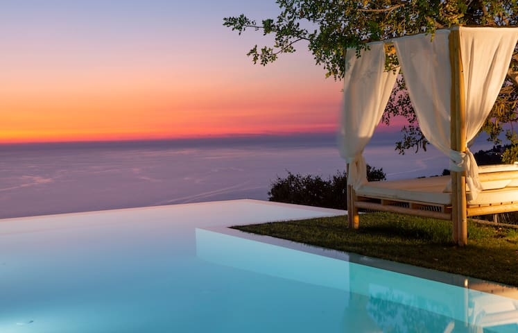Luxury Villa with endless sea view,close to famous Porto Katsiki!