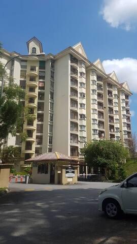 S'ban 3r 8pax Near R. Chulan Hotel,Near KTM