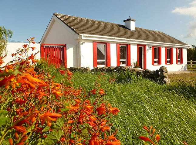 Burren Way Cottage - Doolin - Chalet