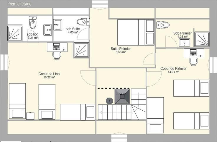 Premier étage. Deux chambres dont une avec suite. Chaque chambre comporte une salle de bain privée.