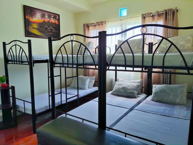 Private Room for Group of 6 near Tomas Morato, QC