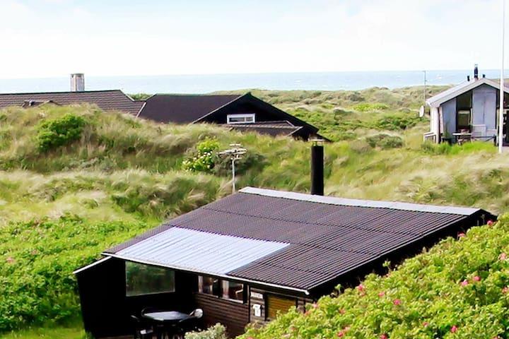 Maison de vacances paisible à Løkken avec terrasse couverte