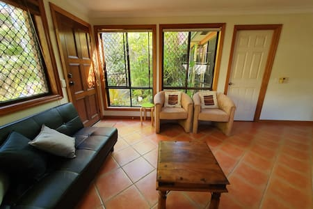 Apartment in leafy, tranquil, oasis location