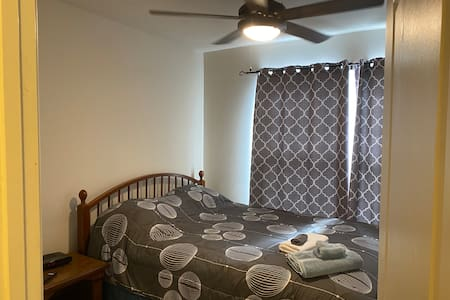 2 PRIVATE ROOMS! 2 QUEEN BEDS, 2TVs, PRIVATE BATH