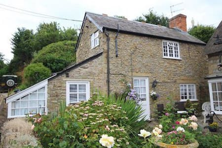 Old Pottery cottage.  Min 3 nights - Burton Bradstock  - House