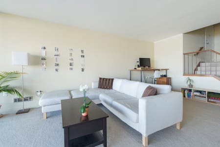 Private bedroom in lake view condo. - Oakland - Condominio