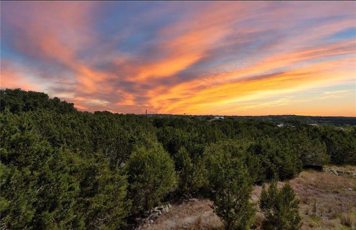 The Outlook - Hill Country views & lake access!