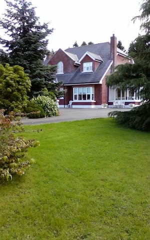 Twin Bedroom in Home away from home - Kingscourt - Dom