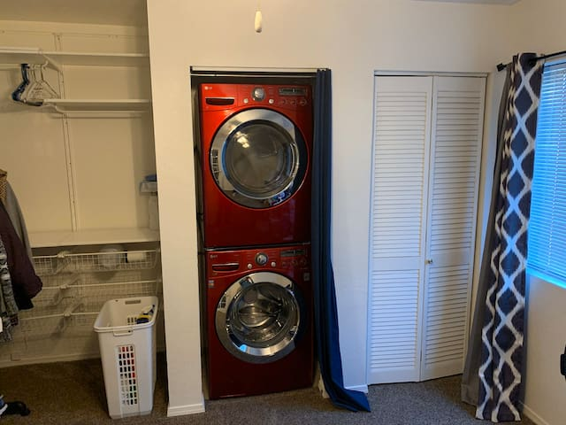 Full sized washer and dryer in second bedroom.  Just look at that built-in shelving space for all your luggage, essentials, and clothes!