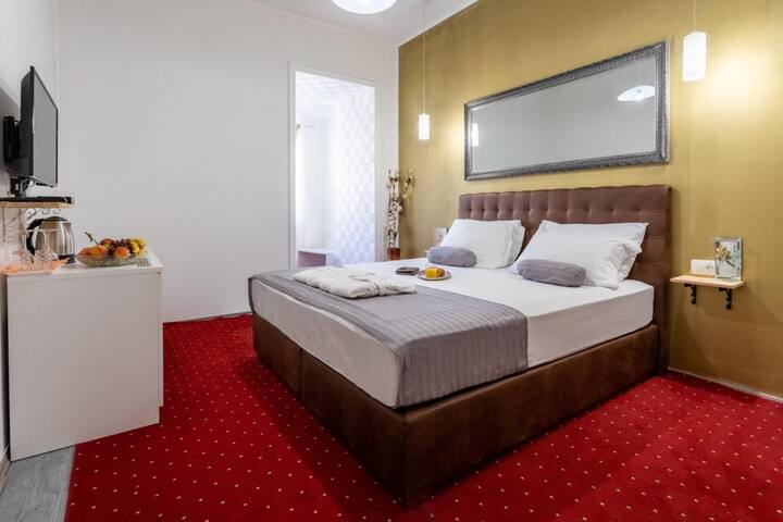 Deluxe Double Bedroom With Breakfast and Free Mini Bar