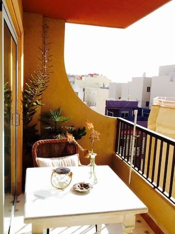 Cosy apartment with sunny balcony, 100m to the sea - El Médano - Appartement