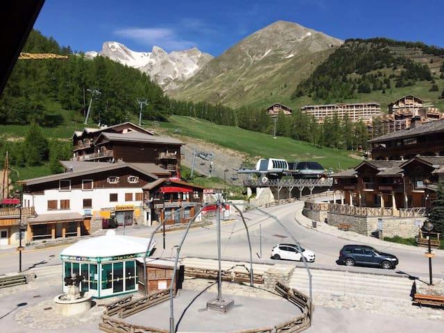 30m2 de luxe sur la place, vue sur la montagne... - Allos - Departamento