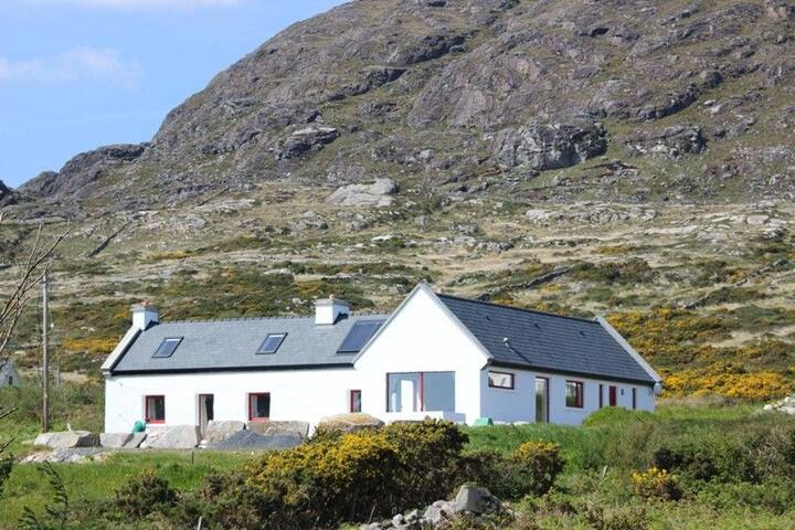 The Top House, Roundstone