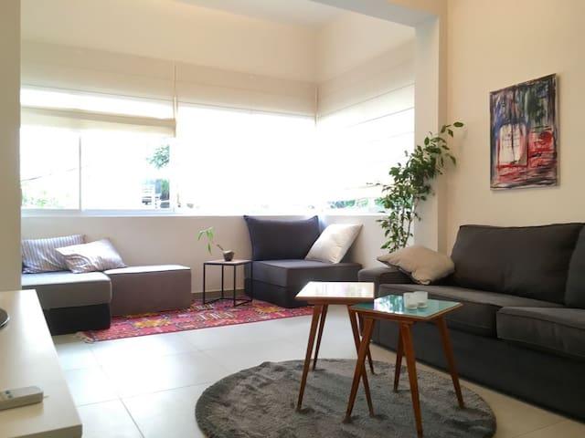 Modern central apartment 2min beach