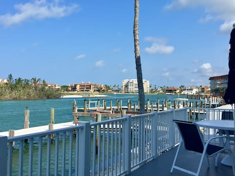 Incredible Waterfront Views, Dock, Pool & Fishing!