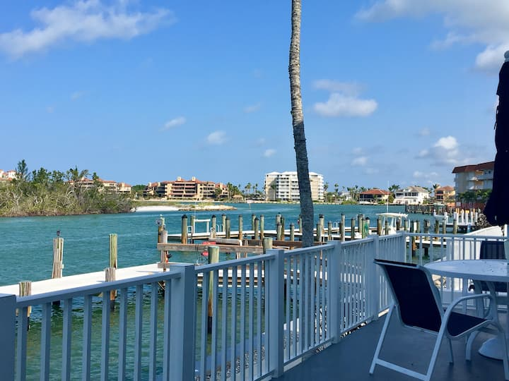 Incredible Waterfront Views, Dock, Pool & Fishing!