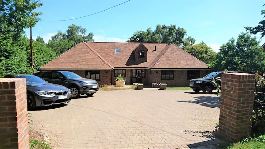 Spacious chalet bunglow on edge of Ashdown Forest
