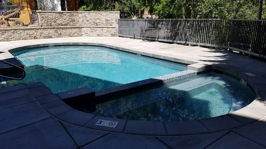 Newly Remodeled Pool and Hot Tub!