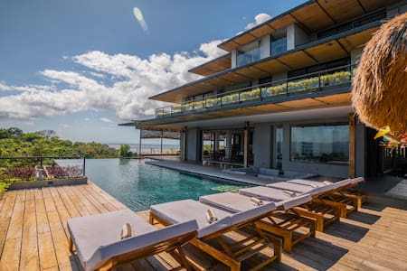 9 double bedroom luxury villa with infinity pool