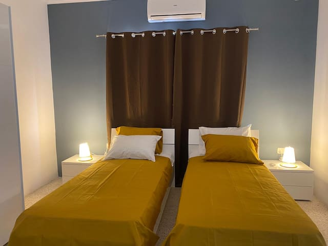 St. Julian's 2 single bed, private bathroom, TV AC