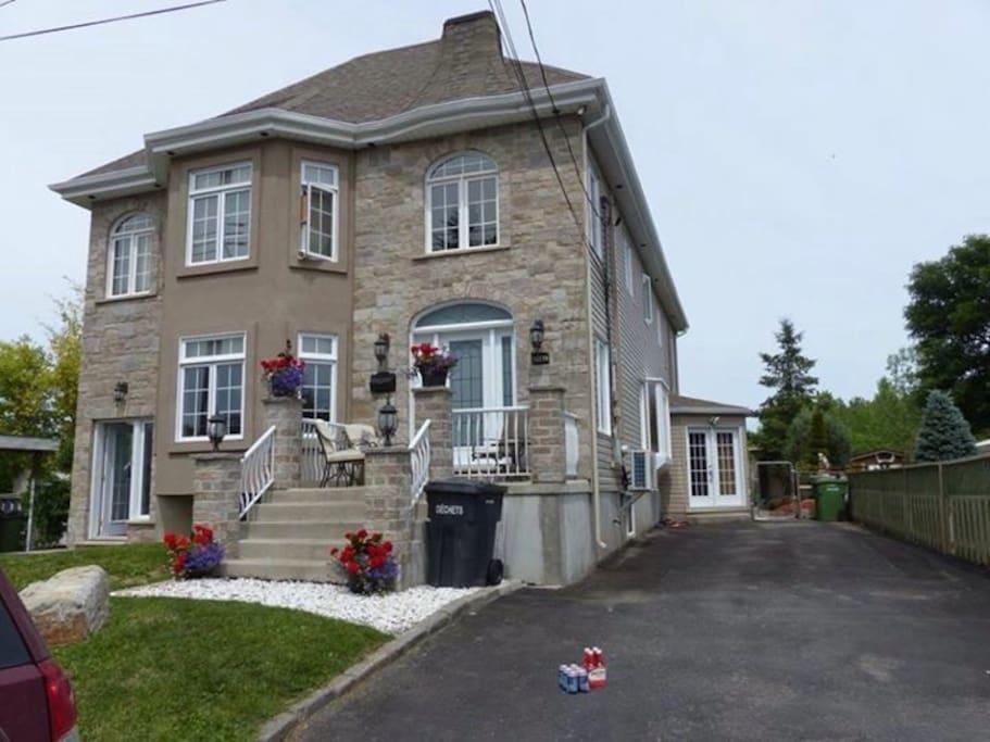 Grande et spacieuse maison houses for rent in montr al quebec canada - Canada maison close ...