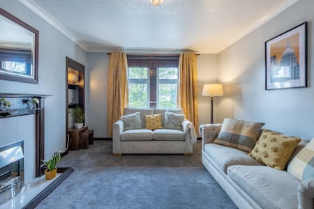 Cosy one bed with good bus service/easy parking