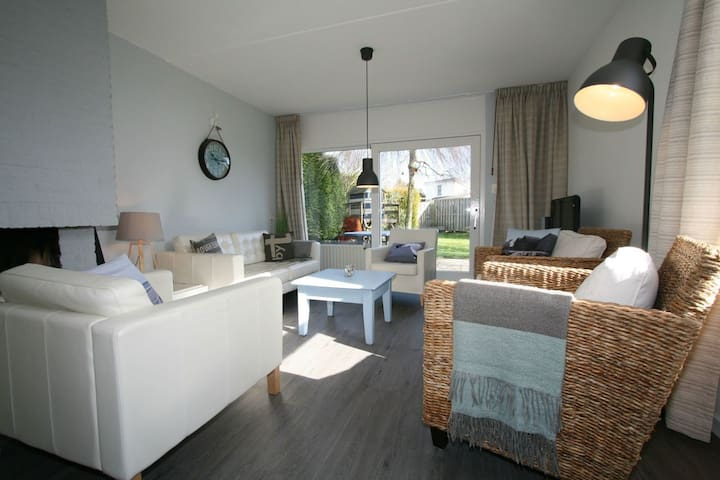 500m v strand. Openhaard-tuin-privacy-comfort
