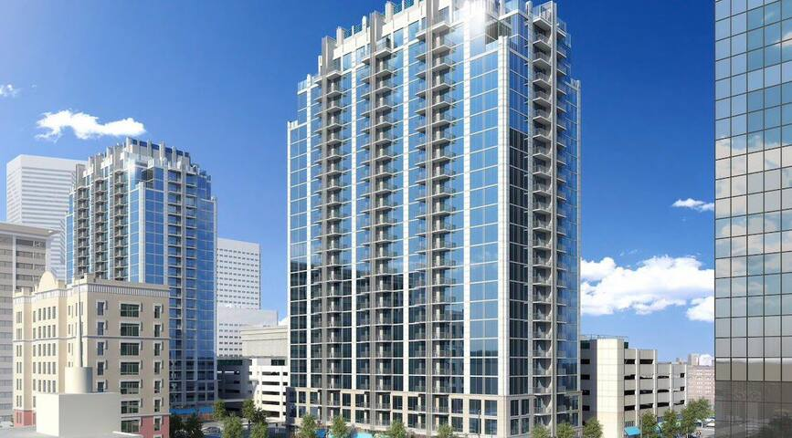 Luxurious High-rise Top Floor 70 Inch Smart