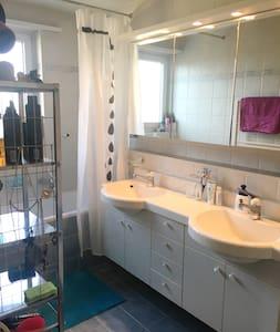 cozy room in welcoming flat - Bürglen