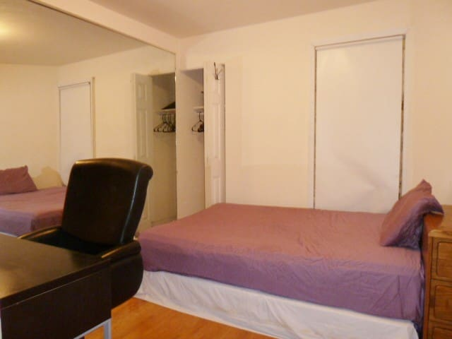 Simple & Convenient Room next to Central Park