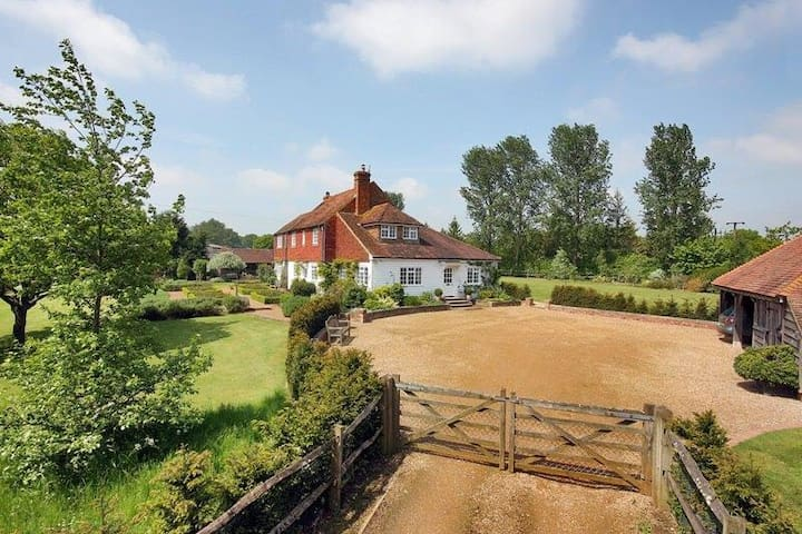 Idyllic Country Farmhouse - Rolvenden