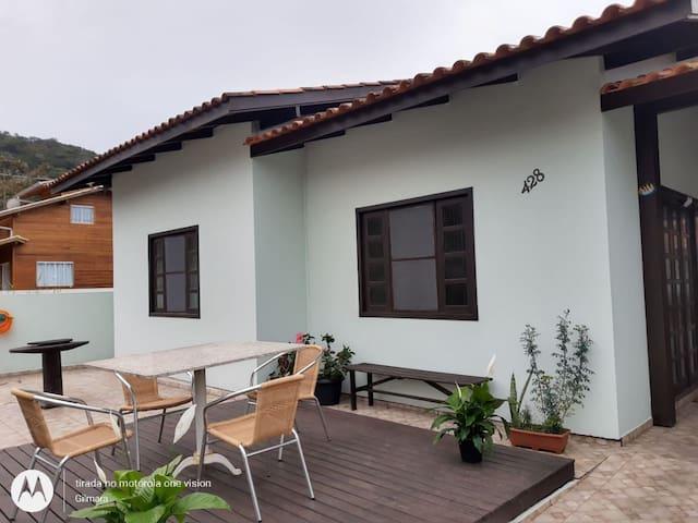 Casa 03 diormitorios Morrinhos - CA16