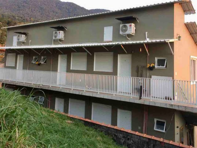 Kitnet em Ilhabela com ar condicionado.
