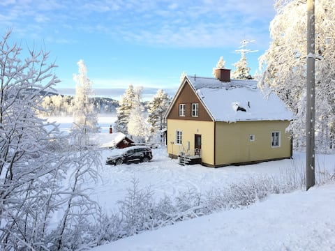 House by lake/boat & ski resort in Swedish Lapland