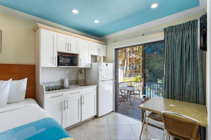 Bay Front with Balcony Suite: 2 Double Beds and 1 Sleeper Sofa