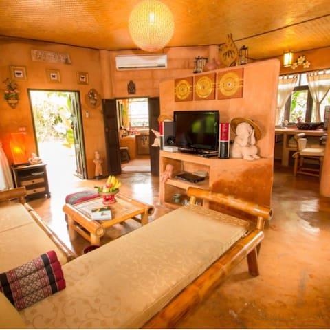 Baan Chom Fah  (บ้านชมฟ้า) - Tambon Ban Du - Bed & Breakfast