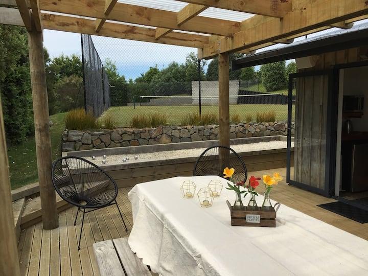 Okete Landing Eco Retreat - Courtside Studio