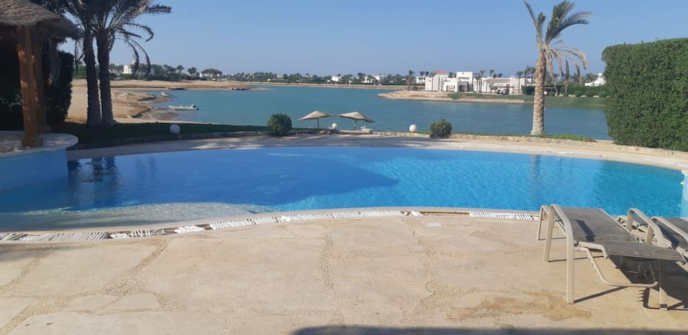 White villa 4bedrooms Private pool & lagoon IS