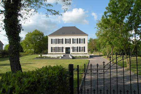 "B&B  LA TOMMELLE  CHAMPAGNE ARDENNE    ""kamer air"" - Doumely-Bégny - Bed & Breakfast"