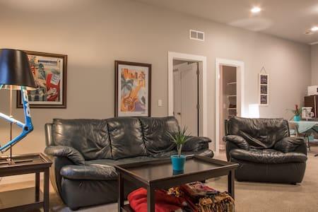 Full finished basement in Midtown - Denver - Talo