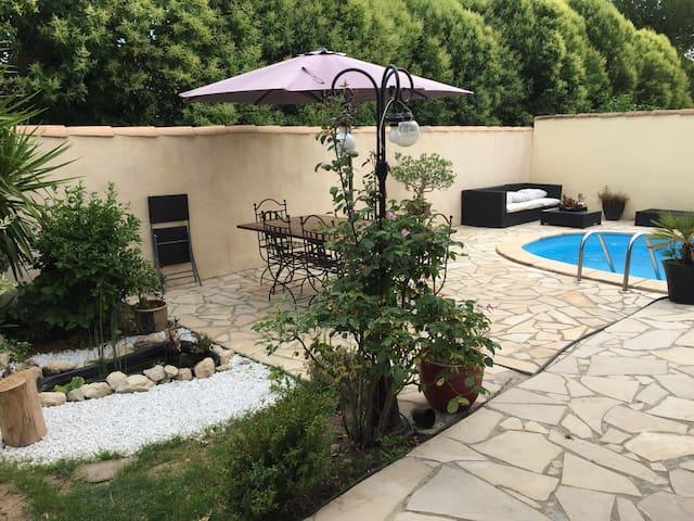 Villa au calme avec piscine près de Nîmes