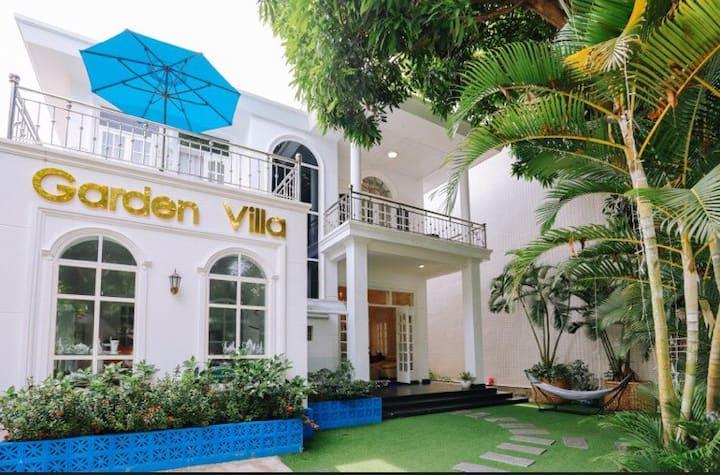 Garden Pool Villa with Cherish Motion Bed