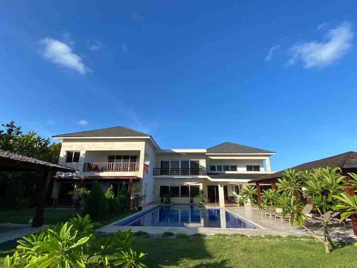 New 5* ocean view villa, spacious, big pool, chef