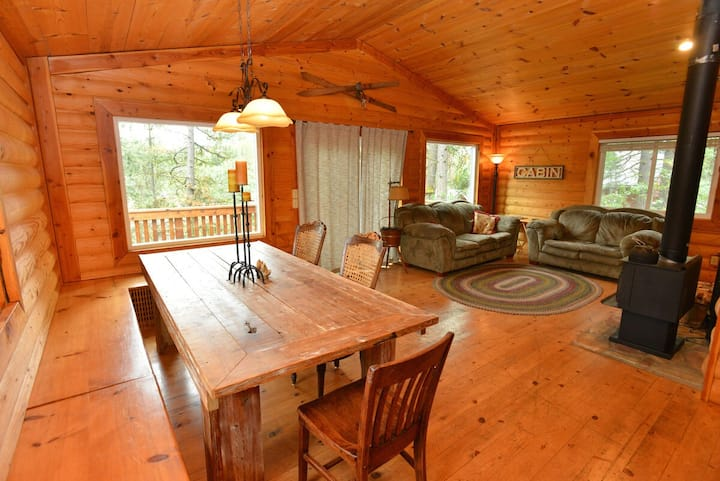 The Park Chalet - Pet-Friendly - Close to Downtown - Payette Lake - Restaurants