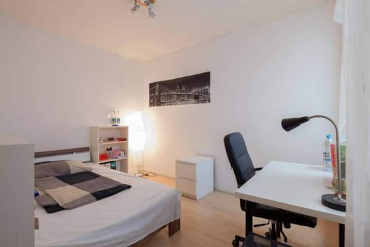 NICE ROOM in the CENTER Fully Furnished Möbliert