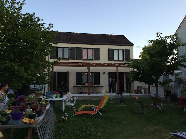 Maison de poètes - Osny - House