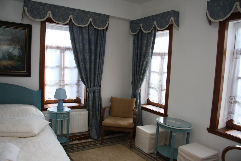 Δωμάτιο με γαλάζια ανάλαφρη διάθεση