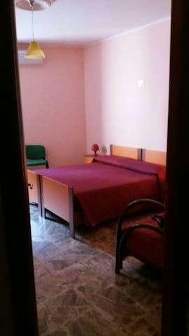 2^ camera per tre persone