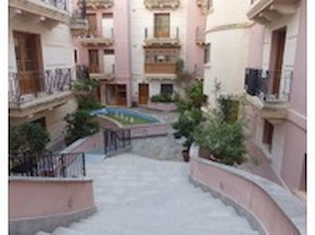 Bright and large second bedroom - Ħ'Attard - Apartment