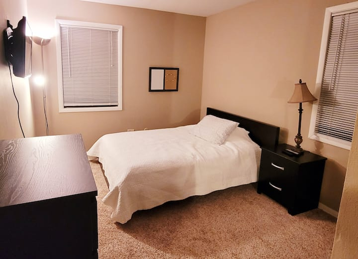 CLEAN, Private Full Sz Bdrm with Smart TV (Condo)
